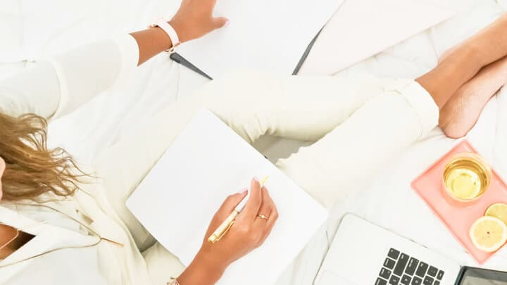 9  Simple Steps on How To Make a Living Blogging