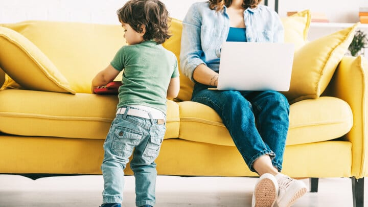 15 Easy & Simple Side Jobs for Moms (To Do at Home)